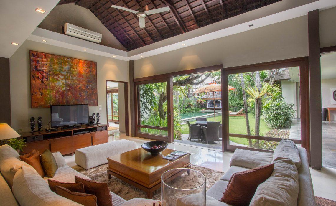 Living room villa chimera seminyak bali bali villas for 6 bedroom villa seminyak