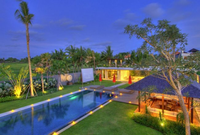 Villa Kalyani - 5 Bedrooms Villa - Bali Villa Rentals in Canggu