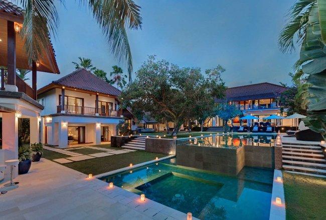 Manis Canggu Villa - 8 Bedrooms Villa - Canggu Luxury Villa