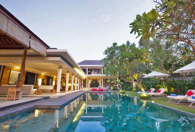 Villa Sally - 4 Bedrooms Villa - Bali Villa Rentals in Canggu